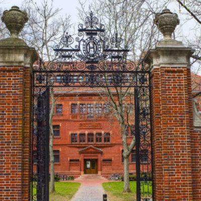 Esto es lo que tendrías que gastar para estudiar en Harvard