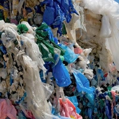Mexicano habría encontrado un elemento para sustituir el uso del plástico
