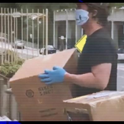 Sandra Bullock y Matthew McConaughey donan equipo médico para lucha contra Covid-19