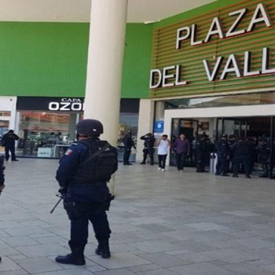 Fallece abuelito en la entrada de un centro comercial, se sospecha tenía Covid-19