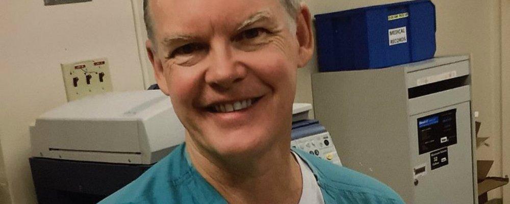 Médico fallece a las dos semanas de aplicarse la vacuna contra Covid-19
