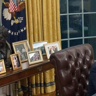 Biden pone en su oficina un busto de César Chávez, hijo de mexicoamericanos