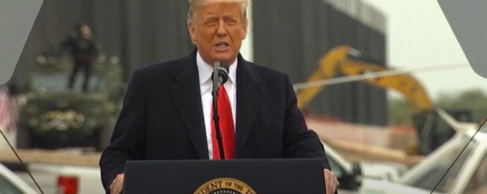 Trump visita el muro fronterizo y agradece a AMLO por su amistad
