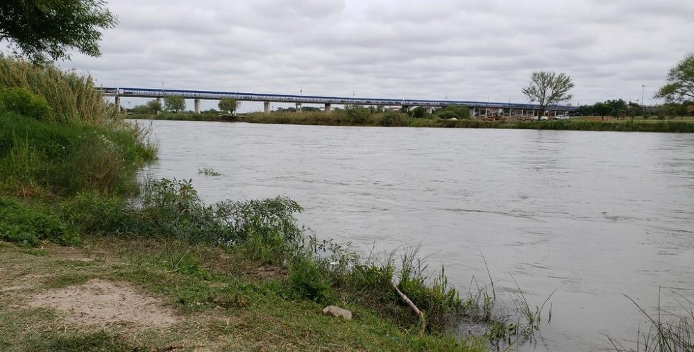 Muere niño mexicano al intentar cruzar el Río Bravo
