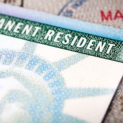 Mexicana obtiene su residencia en EU tras 30 años de vivir como ilegal
