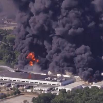 Explota una planta química en Illinois; desalojan a cientos de habitantes
