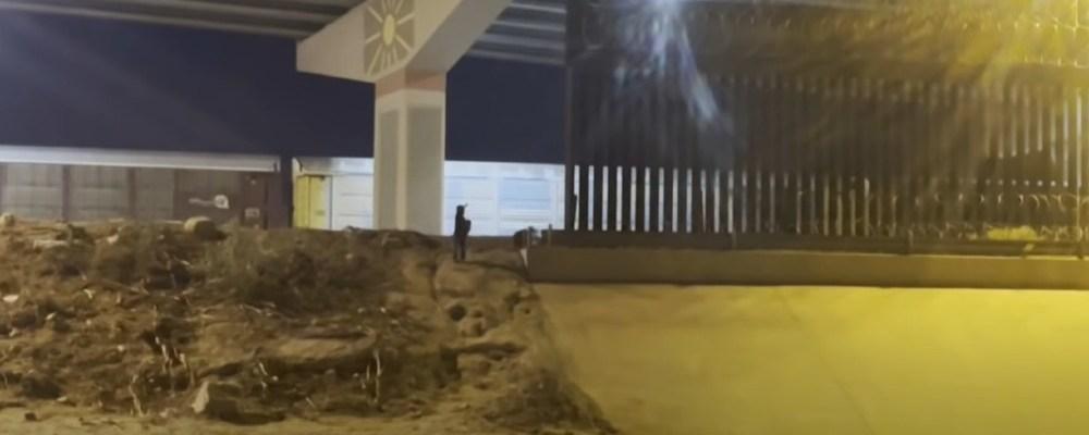 """""""No se vayan"""", suplica niño de 5 años abandonado en la frontera de EU"""