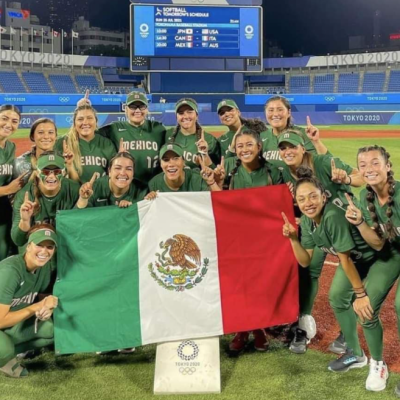 Jugadoras de softbol que tiraron uniformes de México nacieron en EU