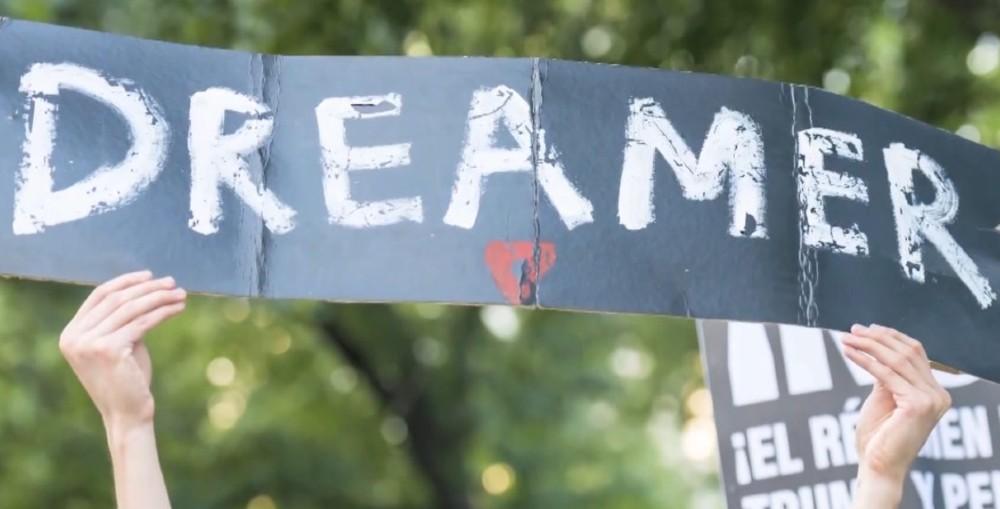 Juez ordena el fin del programa DACA que protegía a dreamers