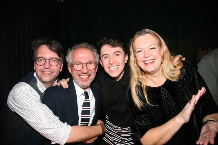 PR Photoset OGAE Germany Clubtreffen 2019 Muenchen - Vier freuen sich ueber Mekado