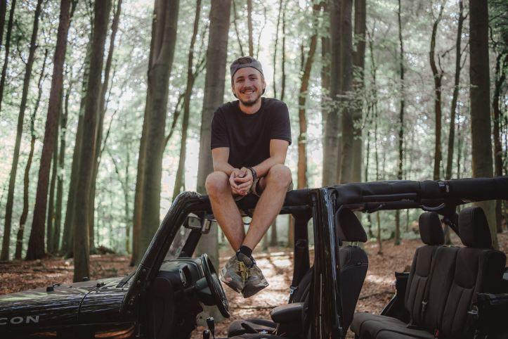 Marvin Stroeter im Wald