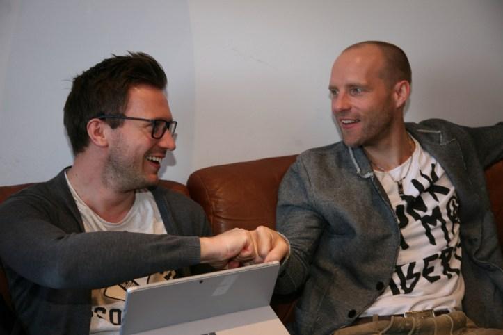 Behind The Scenes Workshop ESC Germany 2018 BennyBenny und Stefan von Voxxclub fraternisieren beim Social Media Talk