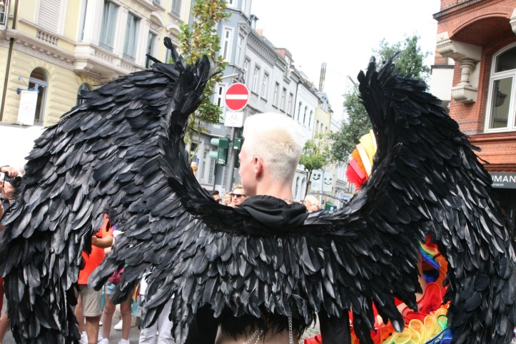 CSD HH 2019 mit ESC kompakt Dancefloor Parade Black Wings