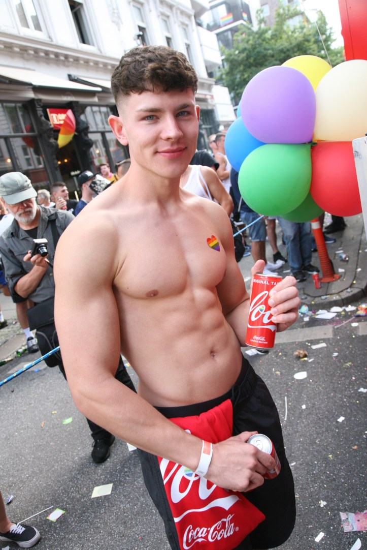CSD HH 2019 mit ESC kompakt Dancefloor Parade Coca Cola Boy Eye Candy