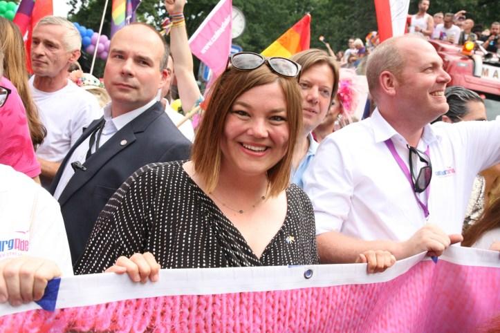 CSD HH 2019 mit ESC kompakt Dancefloor Parade Hamburgs zweite Buergermeisterin Katharina Fegebank