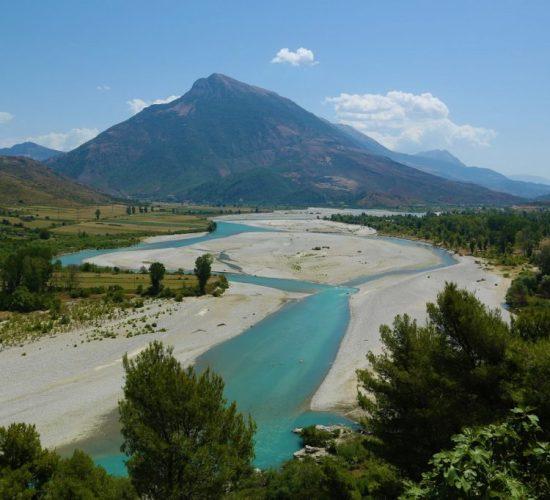 Qeveria kundër vendimit të gjykatës, nuk tërhiqet nga hidrocentralet mbi Vjosë, Syri Net, 04/05/2017