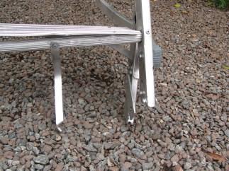 Escada de alumínio atropelada por empilhadeira