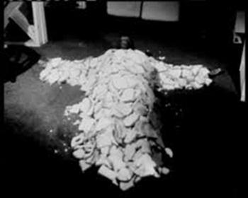 """FIGURA 230 - Still do filme """"Night of the Living Bread"""", de Kevin S. O'Brien (1990)"""