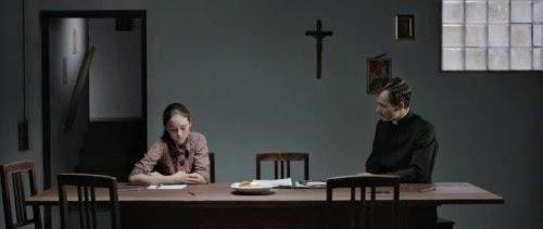 """FIGURA 83 - Still do filme """"Kreuzweg"""" (""""Stations of the Cross""""), de Dietrich Brüggemann (2014)"""