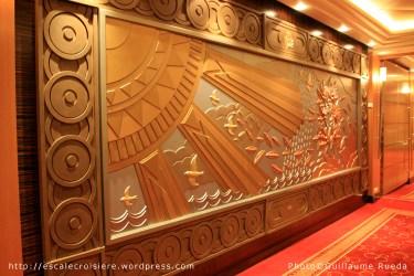 Queen Mary 2 - Art