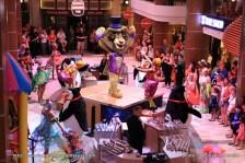 Quantum of the Seas - Royal Esplanade - Parade DreamWorks