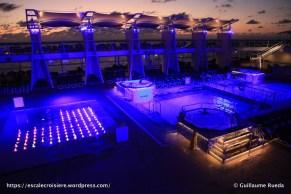 Celebrity Equinox - Piscine extérieure by night
