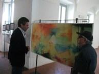 G.Nardelli accanto al trittico di Mario La Carrubba