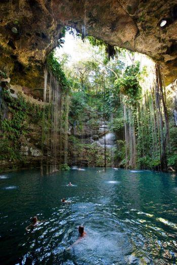 cenote azul en cancun, mexico