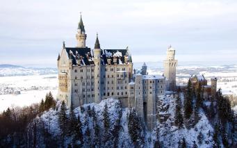 castillo de neuschwanstein con nieve