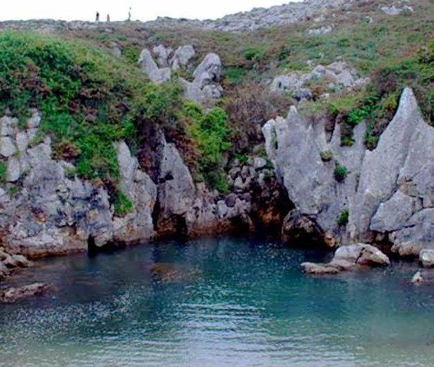 La playa de Gulpiyuri, un paraíso natural en miniatura
