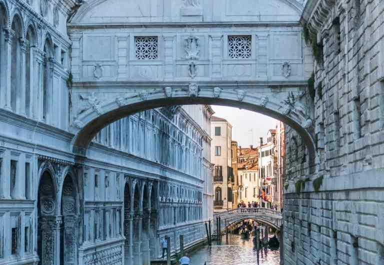 El Puente de los Suspiros de Venecia y su leyenda