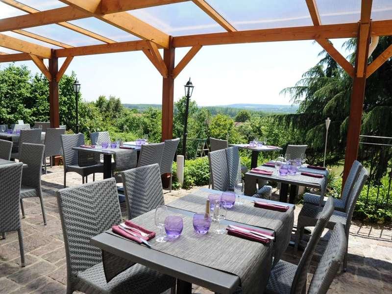 Ici et Ailleurs : un restaurant avec terrasse dans le Val d'Oise.