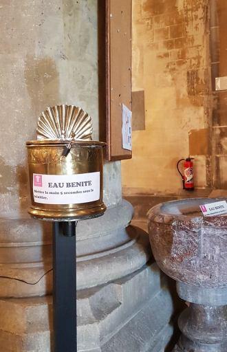 Basilique Saint-Denys Argenteuil sainte-tunique du christ eau bénite covid19