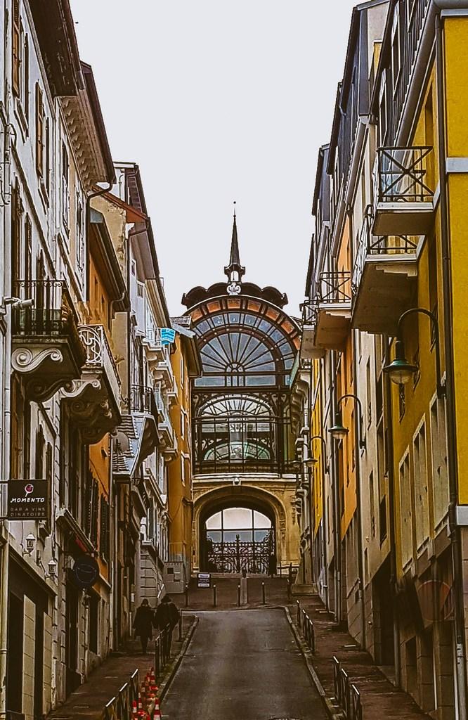 Dans les rues d'Evian-les-bains escapades amoureuses EnFranceAussi