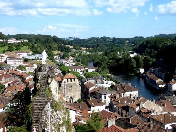 Les clochers-murs du Cantal Escapades amoureuses