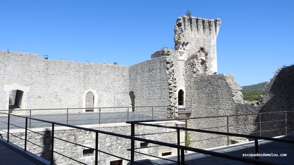 https://escapadesdemalou.com/2018/06/le-chateau-de-porto-de-mos/