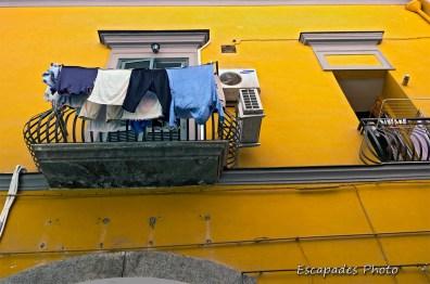 Linge au balcon - Naples