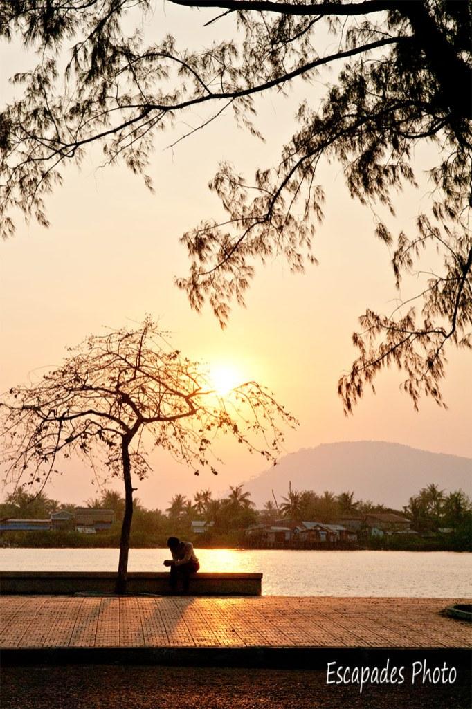 Kampot coucher de soleil sur la rivière