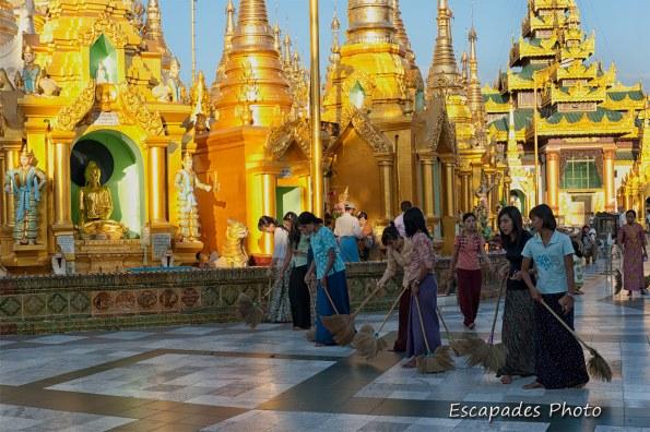 Shwedagon : Le balayage de la pagode