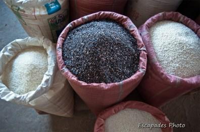 riz noir - riz blanc - marché luang namtha