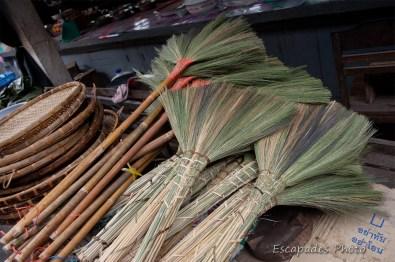 Balais fabriqué par les tribus - Luang Namtha