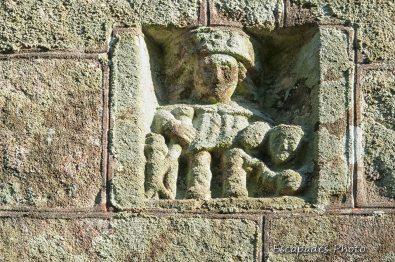 Bas-relief Saint-Roch - chapelle ND de la Fosse Locuon