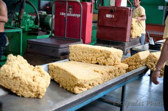 usine de chup - pesage des ballots de caoutchouc