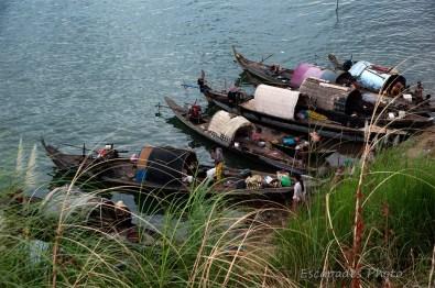 Bateaux de pêche sur les rives du Mékong