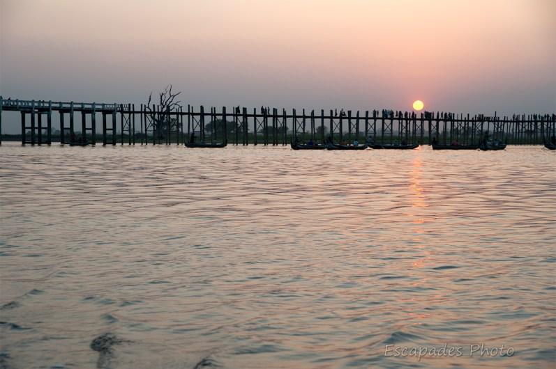 Pont d'U Bein : Lorsque le soleil se couche