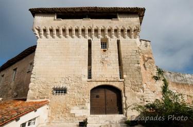 Aubeterre-sur-Dronne - l'entrée du château