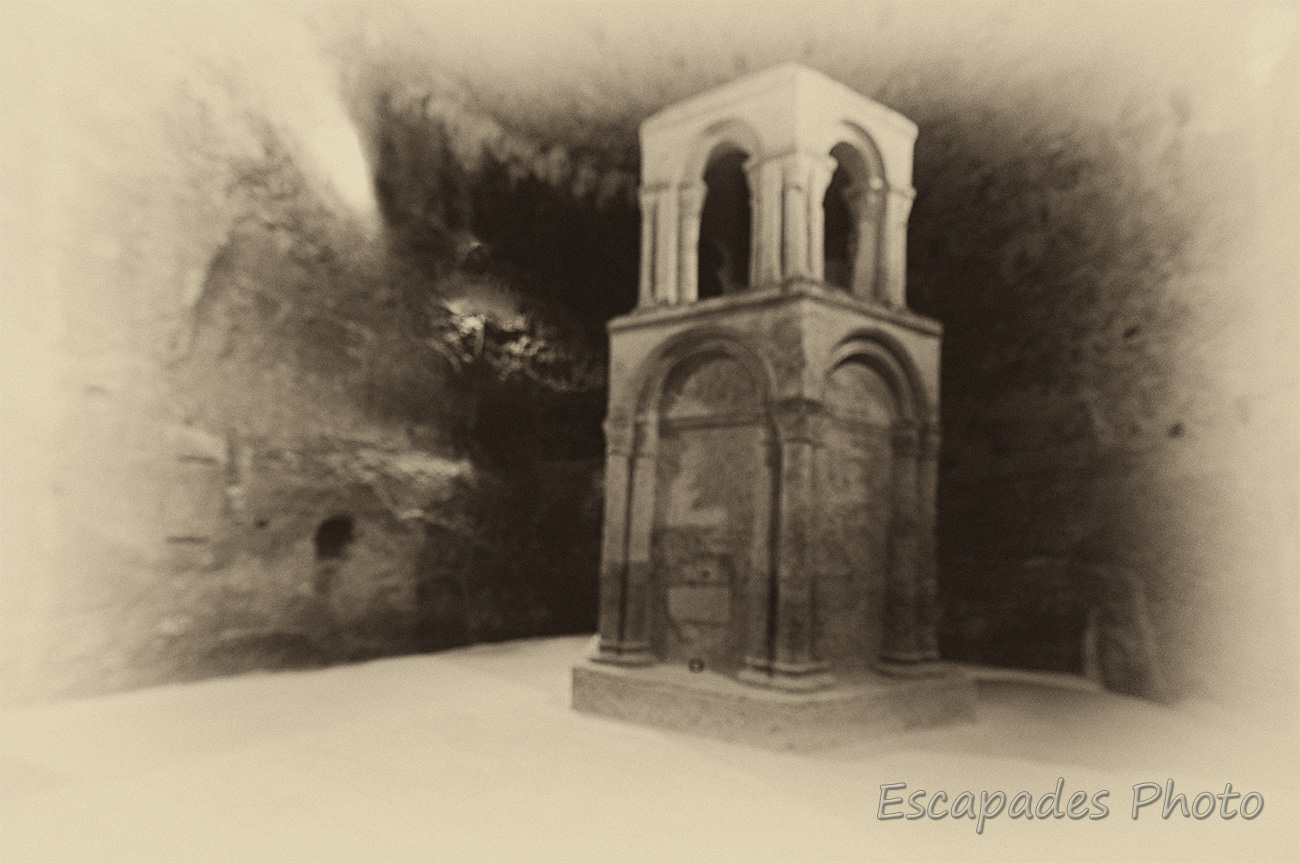 Église monolithe à Aubeterre-sur-Dronne