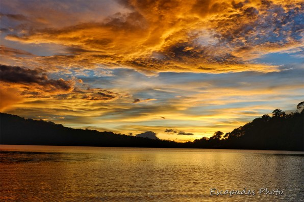 Aurore à Bedugul lac Bratan