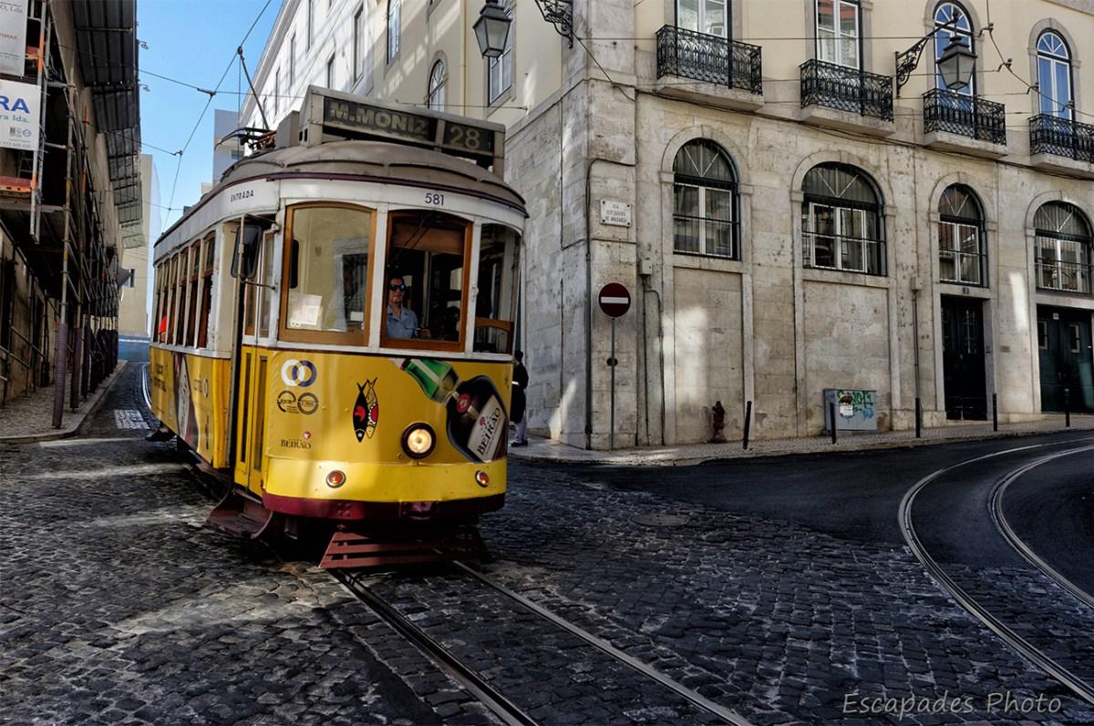 Tramway 28 dans les rues de Lisbonne