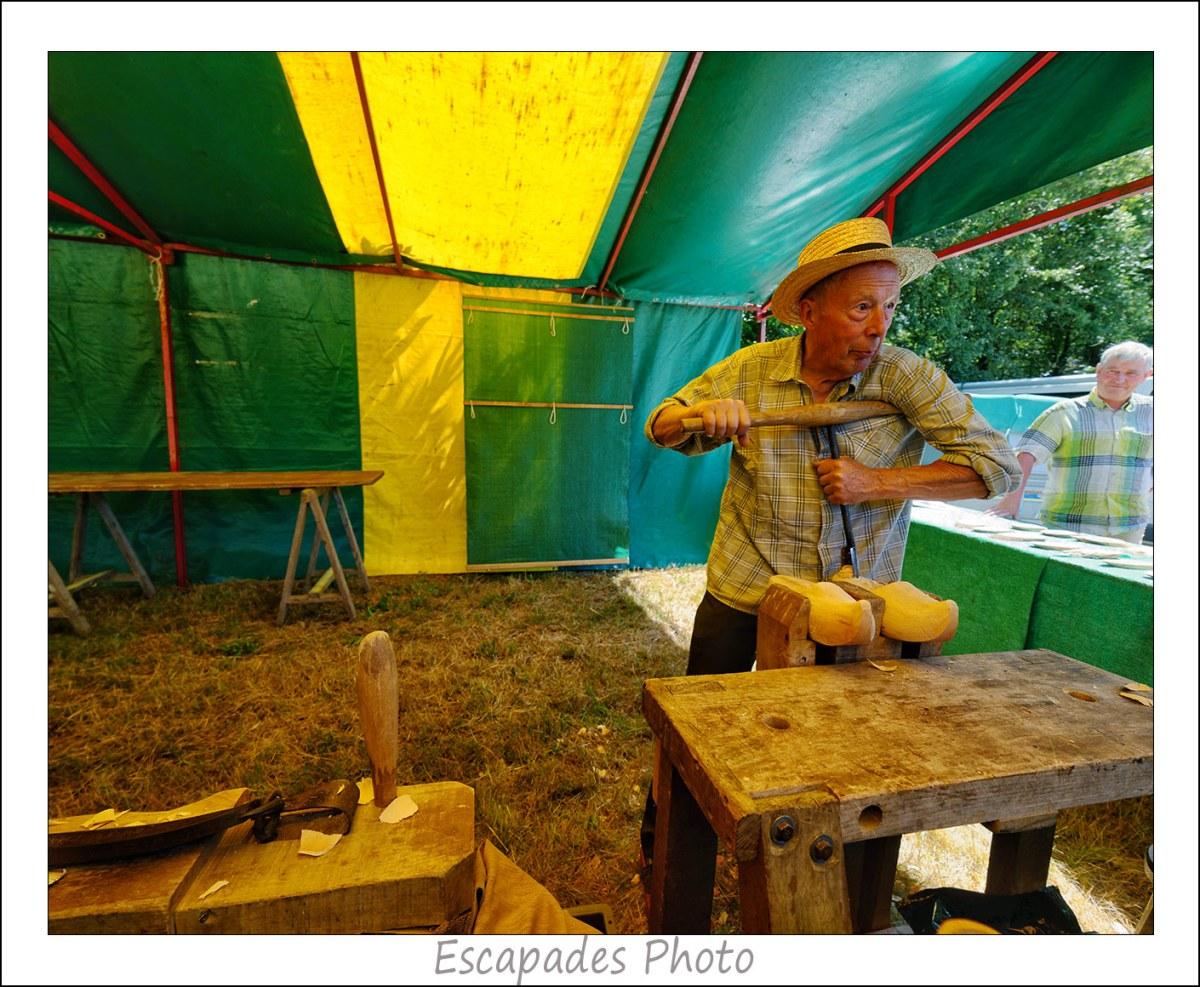 Sabotier - utilisation de la cuillère pour creuser le talon